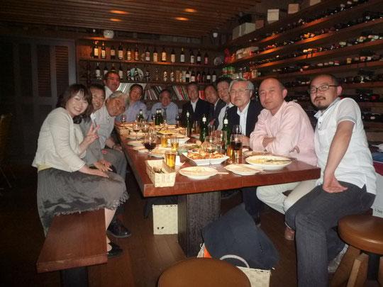 八嶋先生、沢田先生を中心に、岐阜大学社会基盤工学科に寄付講座をされているOYO、前田工繊の方、社会資本アセットマネジメント技術研究センターの先生たちとイタリア料理のレストランBucoLupoでワインを飲みながら岐阜の夜を楽しむ。