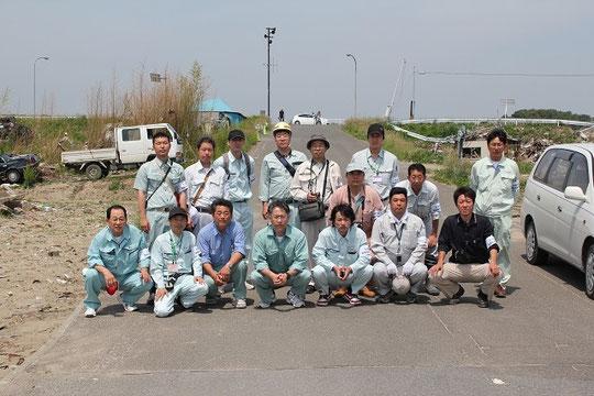 名取市役所の桜井様と引地様と一緒に記念撮影