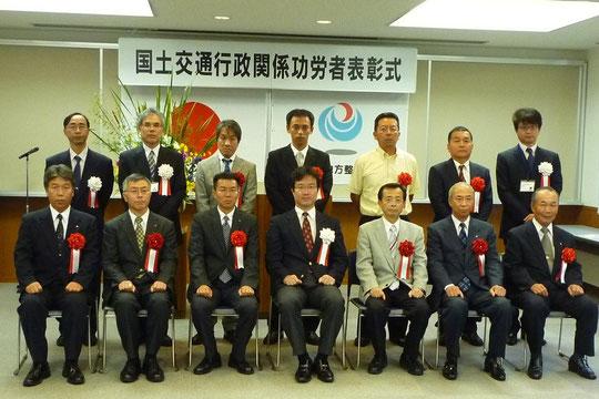 三保木悦幸所長や土佐国道事務所の幹部の方と一緒に記念撮影