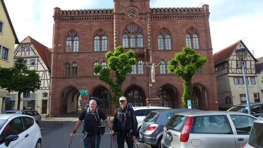 Fast 25 km sind wir zusammen in die Hochburg für Fechten, Tauberbischofsheim, gewandert. Schön wars und es hat nicht gestaubt beim Laufen :-)