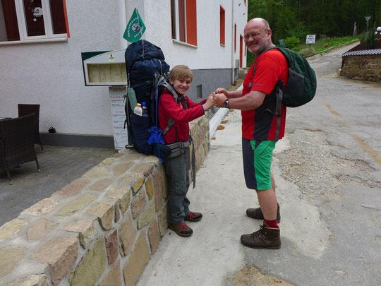 Rucksacktausch, ich weiß Kinderarbeit ist verboten, aber für den guten Zweck...:-)