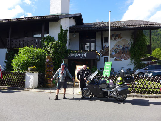 Startklar in Mittenwald, Matthias fährt 200 km durch Österreich, ich laufe über Elmau und Parnachklamm nach Garmisch