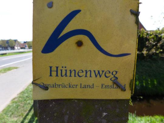 Ein Mann sieht gelb: Diese Schilder begleiten mich jetzt 210 Kilometer.