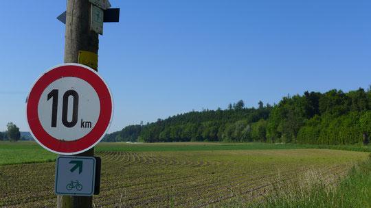 Langsam reicht es, jetzt schon Geschwindigkeitsbeschränkungen auf Wanderwegen, so komm ich nie ans Ziel