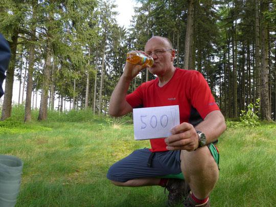 500 Kilometerparty auf dem Eggeweg im Wald mit Apfelschorle auf ca. 420 m üNN. Ein drittel wäre geschafft. Prost