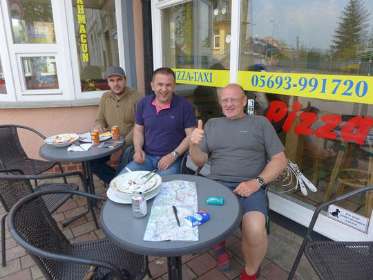 Die beiden aus Hannover zahlen spontan mein Essen weil Sie mein Projekt echt toll finden. Danke, auch für das tolle Gespräch