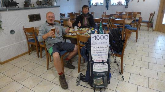 1000 km Party mit Hans Wilhelm in einem Cafe bei Weißwurst, Kuchen, Kaffee und natürlich A. freiem Weizenbier