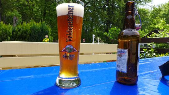 Alkfree Weizen, jetzt schon in Bayern, ist mein Powertrunk und wird getrunken, wo es geht, weil ich eigentlich immer zu wening zu trinken dabei habe. Mehr als 3 Liter schlepp sogar ich nicht :-)