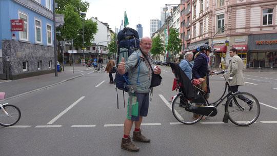 Abschied aus Frankfurt, Tilo bringt mich zurück auf den Trail