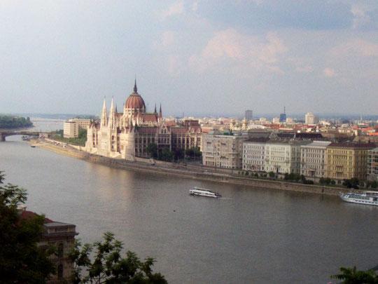 Ungarisches Parlament an der Donau