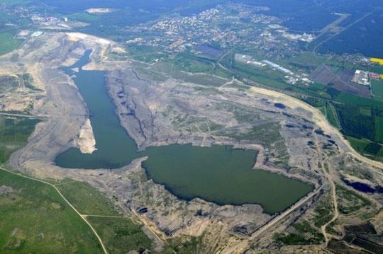 hier unser altes Fahrrevier, der Tagebau Meuro- als Großräschener See im Jahr 2010  schon halb versunken ...  inzwischen ist der Endwasserstand erreicht!