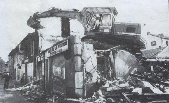 Démolition du bureau de Poste de la rue de Saint-Robert