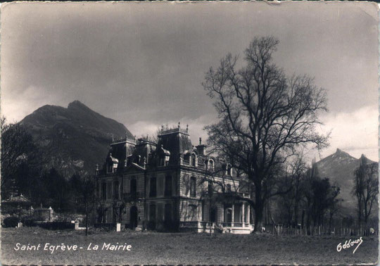 La Mairie de Saint-Egrève - carte postale datant de 1955.