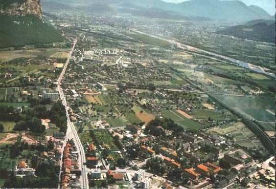 Carte postale - vue générale aérienne de St.Egrève - Ed.La Cigogne - 8, rue Sergent Bobillot - Grenoble