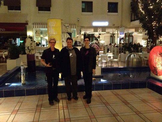 Simon Rhys Beck, ich, Justin C. Skylark in der Hotellobby