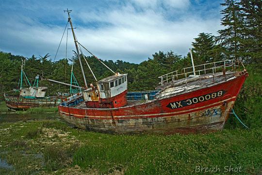 Kalinka finit paisiblement sa vie au fond du port de Primel  en compagnie de l'Etreom(Photo 2 Breizh)