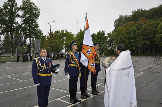 Чин освящения боевых знамен совершил ответственный за взаимодействие Церкви с Вооруженными силами по Пушкинскому благочинию игумен Феофан (Замесов)