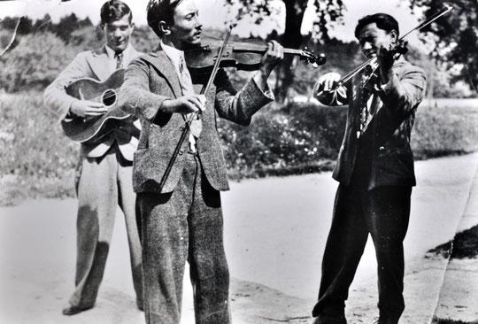 Anton Reinhardt, links, mit seinem Vater und seinem Onkel (rechts), 2. Hälfte der 30er-Jahre, Foto: privat, alle Rechte vorbehalten!