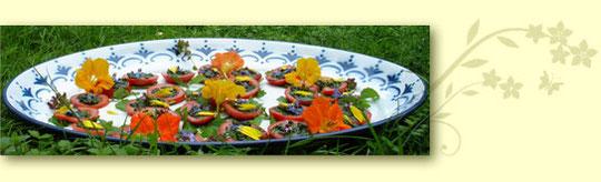 Brennnessel-Kaviar-Tomaten
