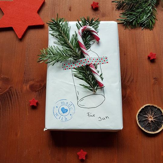 Weihnachtsgeschenk kreativ verpacken