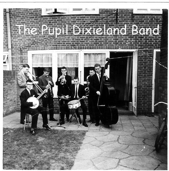 Ad van Gastel – trompet; Ad Heijnen – klarinet; Thijs Elsen – trombone; Hans van Overveld – bas; Ruud Lips – banjo/gitaar; Wil Meeuwis – drums.