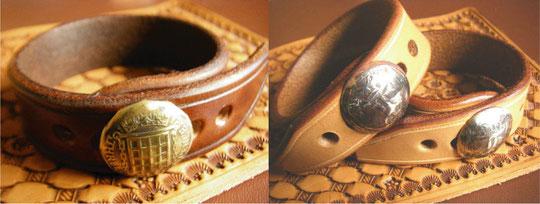 コインコンチョレザーブレスレット ブラウンカラー(右)、ナチュラルカラー(左) 各¥4000