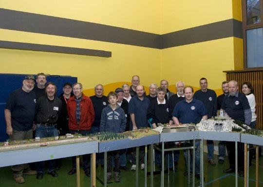 Die Teilnehmer am Aufbau- und Fahrtag am 9. Februar 2013 (Foto: Ute)  Die Teilnehmer am Aufbau- und Fahrtag am 9. Februar 2013 (Foto: Ute)