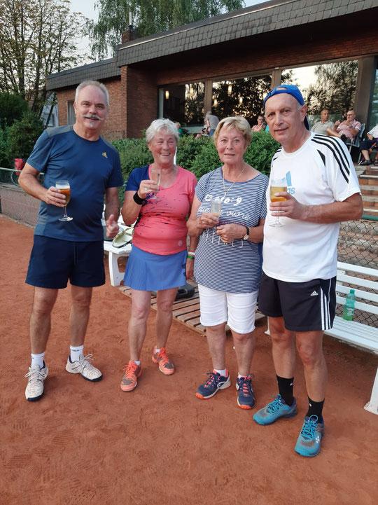 Den Mixed-Titel sicherten sich nach zweimal Tiebreak Peter Hentschel und Heli Bräuning gegen Dieter Mathiszik und Marianne Kusenberg. Endstand: 7:6, 2:6 und 10:4.