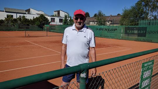 Reinold Wilting gewann beim ersten Einsatz sein erstes Medenspiel für den TC Waldfriede.