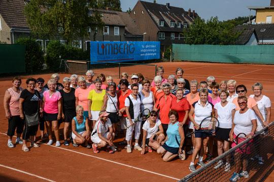 Prosecco, Frauen und Tennis - nach wie vor eine gelungene Mischung beim TC Waldfriede...