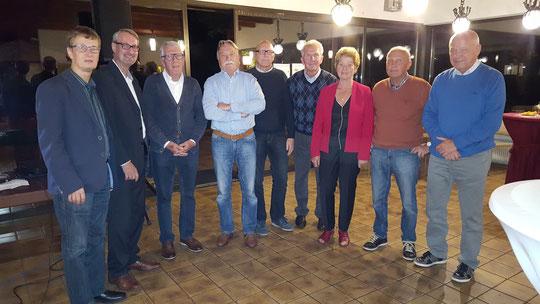 (Fast) alle (Vize-)Vereins- oder Stadt-Meister auf einem Bild plus Günni Schumacher, der die 1. Herren 70 als Aufsteiger repräsentierte.