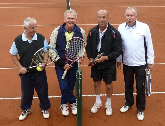 Links die Sieger im Herrendoppel Manni Brackhagen und Rolf Sperling