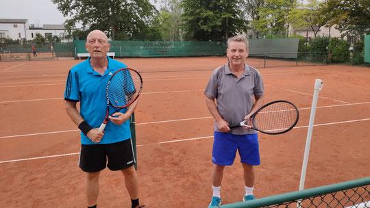 Jürgen Tepper und Norbert Kruggel lieferten sich einen spannenden und mit zahlreichen guten Aktionen durchsetzten Tenniswettkampf, den Norbert im Matchtiebreak für sich entscheiden konnte.