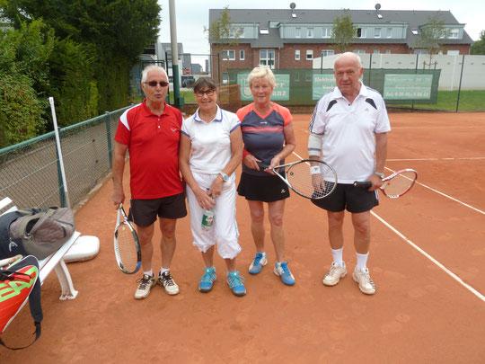 Im Mixed holten sich Inge Röder und Manfred Brackhagen den Titel gegen Helena Bräuning und Sigi Lassak.