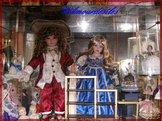 L'étage principal de la vitrine des poupées et bibelots, il y en a trois !