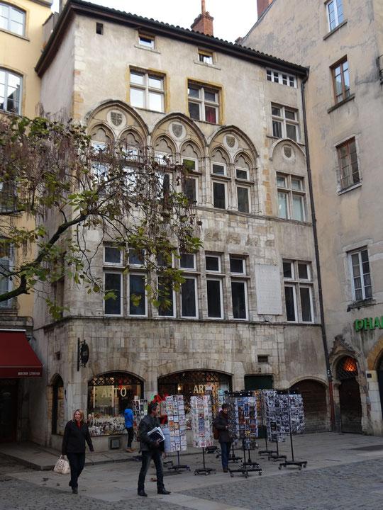 Place du change, la maison Thomassin (XIIIe-XVe siècle), une des premières restaurées