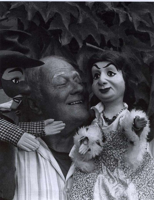 Jean-Guy Mourguet et sa marionnette. (Photo CCVL)