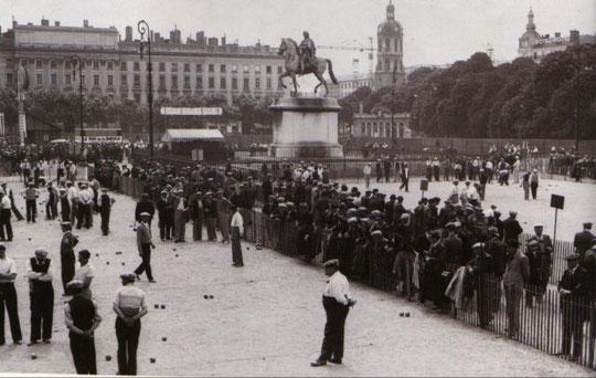 Un tournoi sur la place Bellecour environ 1935