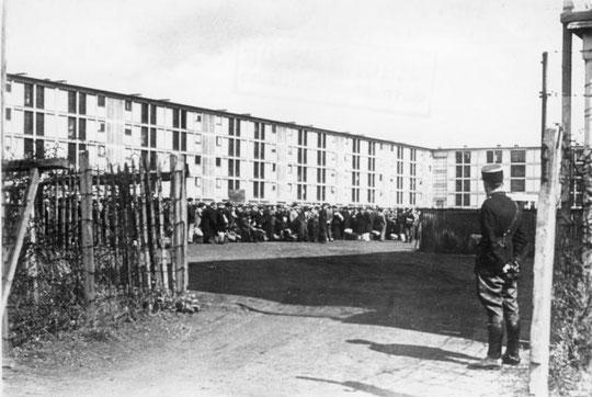 Drancy, camp gardé par des policiers français