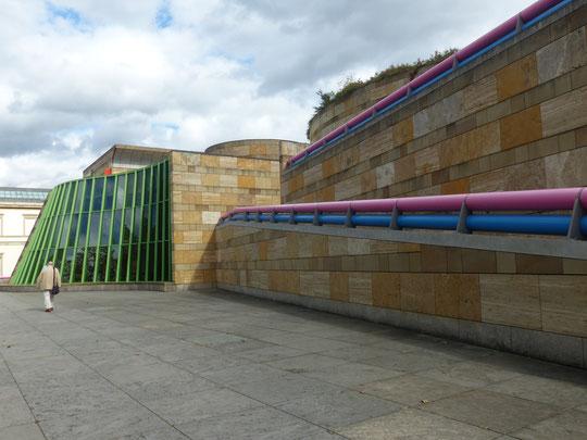 Vers l'entrée du musée. Photo Annie Bentolila