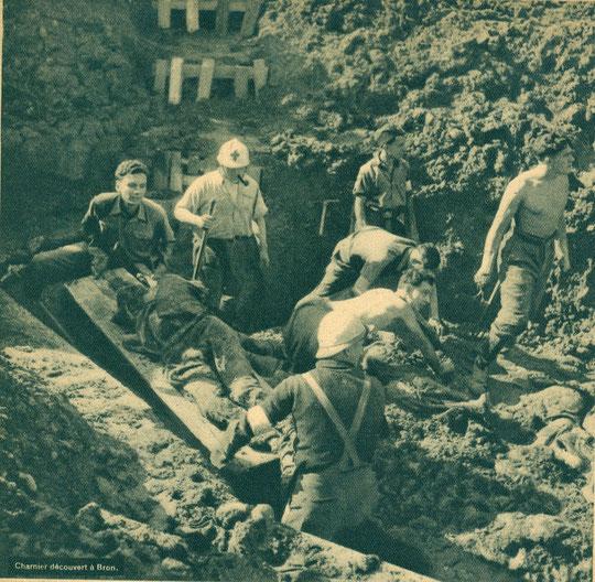 Des charniers sont découverts, ici à Bron des corps sont exhumés