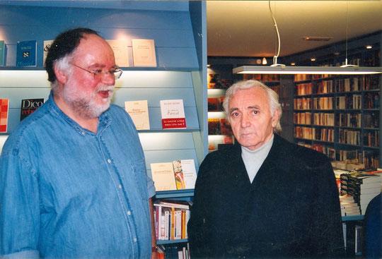2004, Charles Aznavour vient de signer beaucoup de livres à la librairie d'Issy les Moulineaux