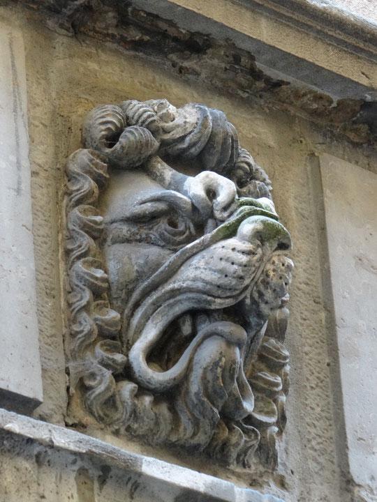 une des têtes de lion dans la rue Juiverie