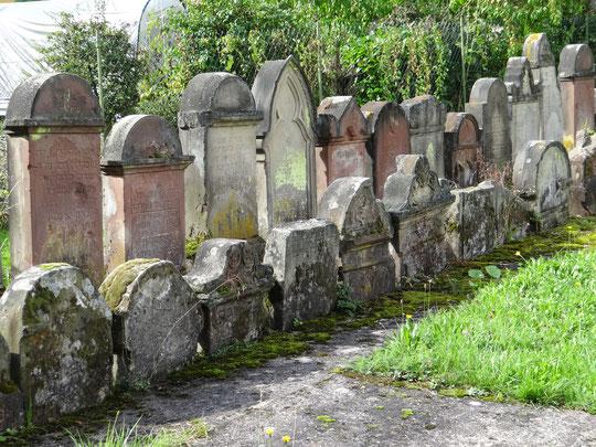 Quelques stèles de l'ancien cimetière de Rouhling