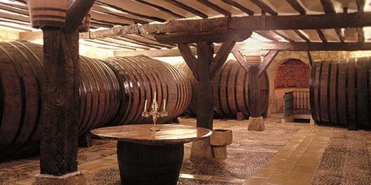 la cave historique de San Vicente, les vins sont faits à quelques dizaines de mètres à la cave de Sierra Cantabria