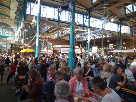 Le marché couvert n° 9 le jeudi soir