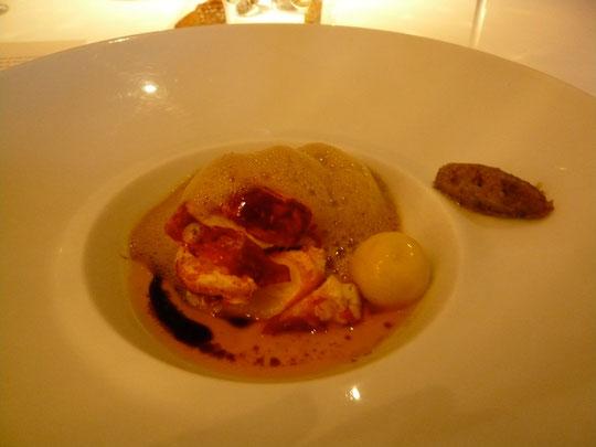homard bleu, bonbon de maïs, chutney d'anchois, émulsion de ponzu