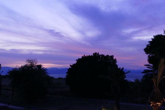 Depuis notre chambre, les dernières lueurs du jour sur la mer de Galilée