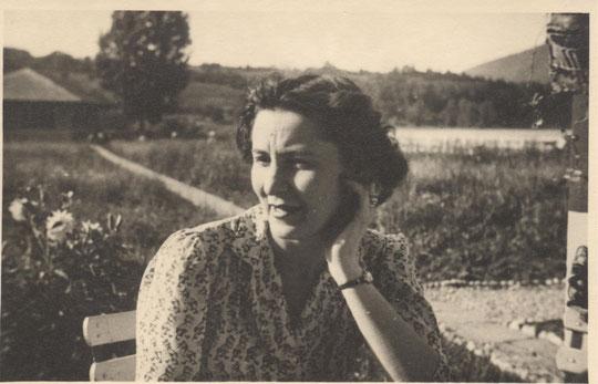 Jacqueline à Lepin 15 juillet 1946