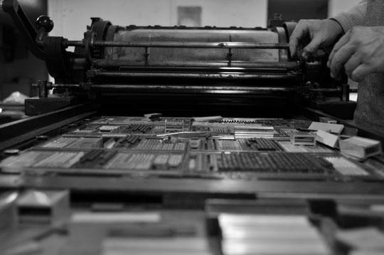 la préparation de la forme typographique en plomb
